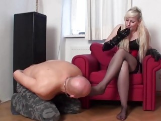 Vixen teases her submissive lover's sense with her hot feet